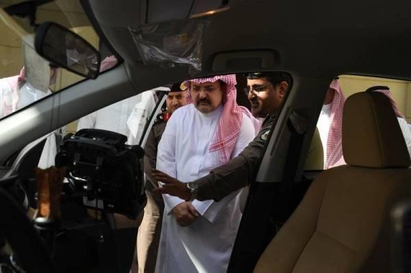 الأمير مشعل يطلع على أنظمة الرصد المروري.