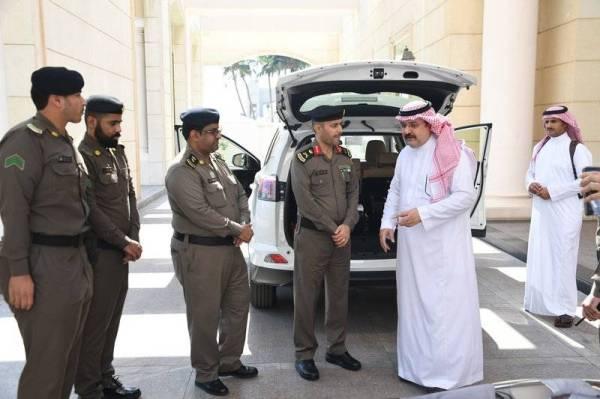 الأمير مشعل بن ماجد موجهاً مدير مرور جدة