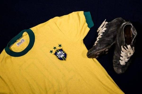 قميص منتخب البرازيل