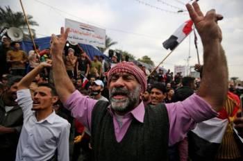 مسيرات لمتظاهرين عراقيين. (أ. ف. ب)