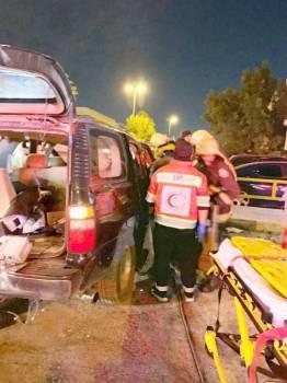 الفرق الأمنية خلال نقل المصابين إلى المستشفيات.