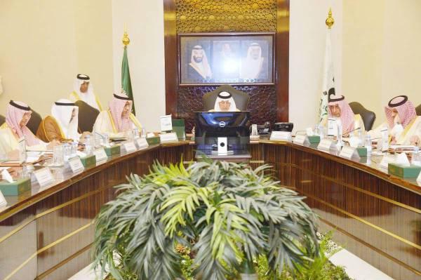 الأمير خالد الفيصل مترئسا اجتماع هيئة التطوير.