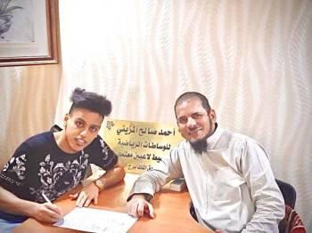 اللاعب اسماعيل عمر مع أحمد المزيني.