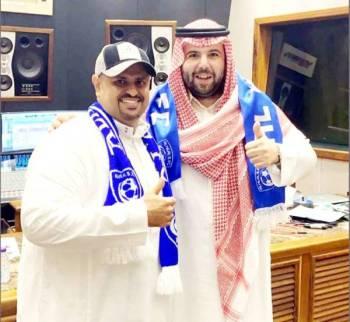 الأمير عبدالله بن سعد والفنان إبراهيم الحكمي بعد تسجيل الأغنية.