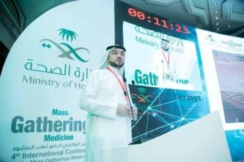 أحد المشاركين في المؤتمر العالمي الرابع لطب الحشود في جدة.