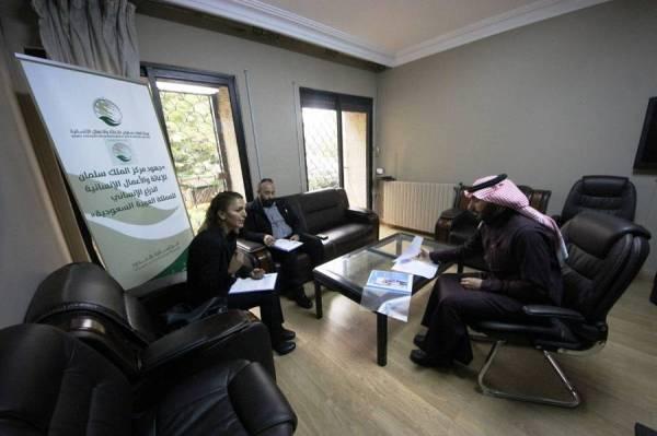 أثناء الاجتماع لبحث مساعدة السوريين في الأردن.