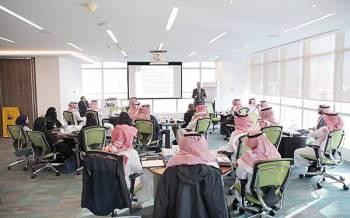 موظفون من القطاع الخاص في البرنامج التدريبي لأكاديمية هدف للقيادة. (واس)