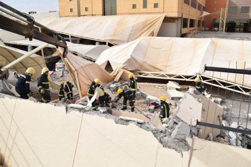 الدفاع المدني انتشال 4 في حادثة انهيار سور ومواقف جامعة المعرفة