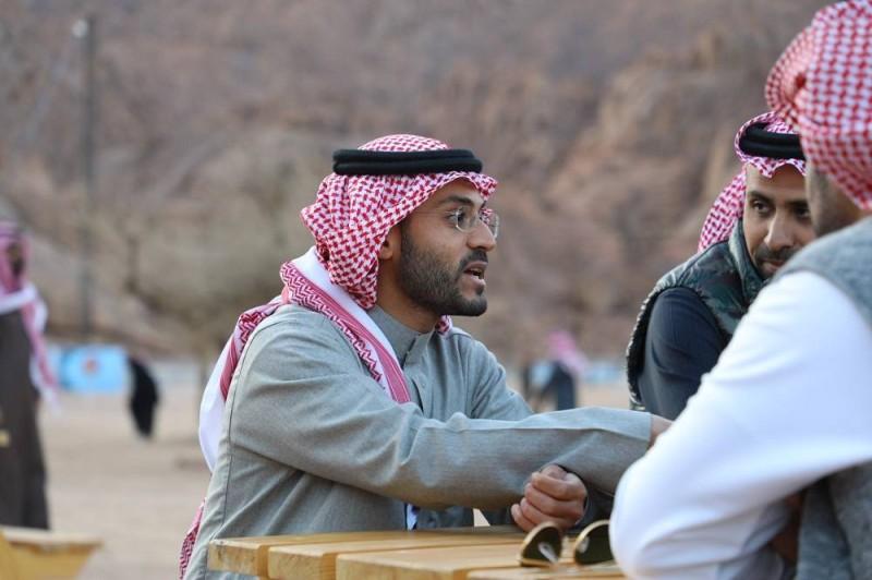الأمير فيصل بن فهد بن مقرن متابعا لسير العمل