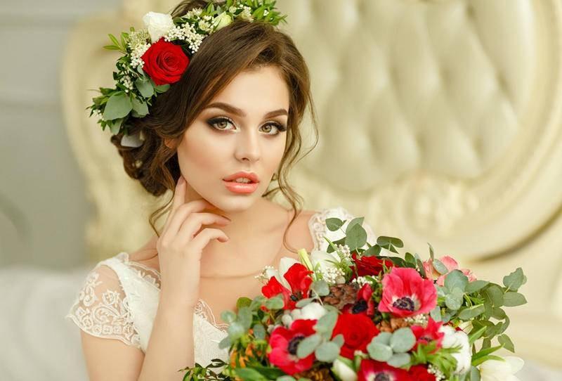 الأحمر حاضر بقوة في مسكات عروس 2020