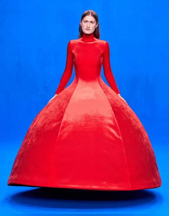 تصميم مبتكر من اللون الأحمر الناري