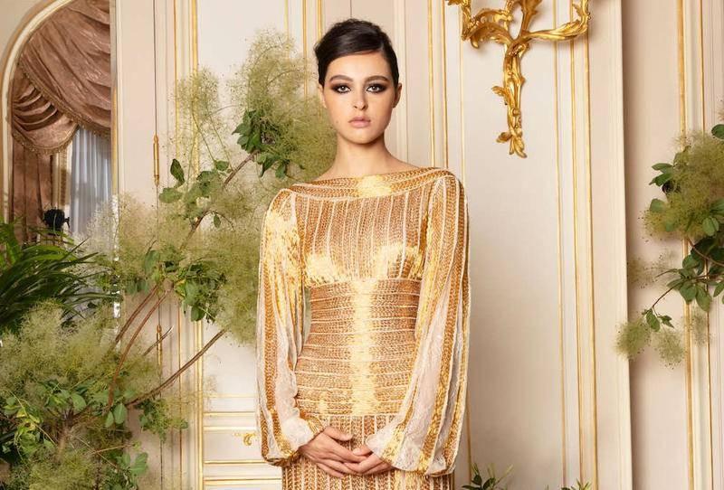 تصميم ناعم من اللون الذهبي للمناسبات المسائية