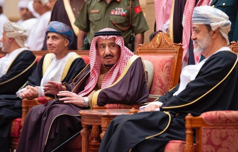 خادم الحرمين يعزي سلطان عمان في وفاة قابوس بن سعيد