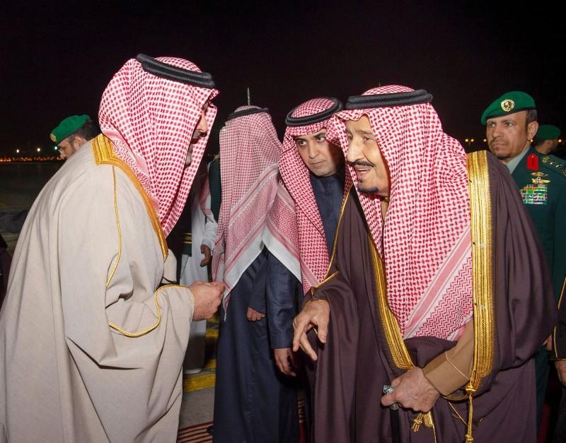 .. ومتحدثاً لأحد مستقبليه في مطار الرياض.