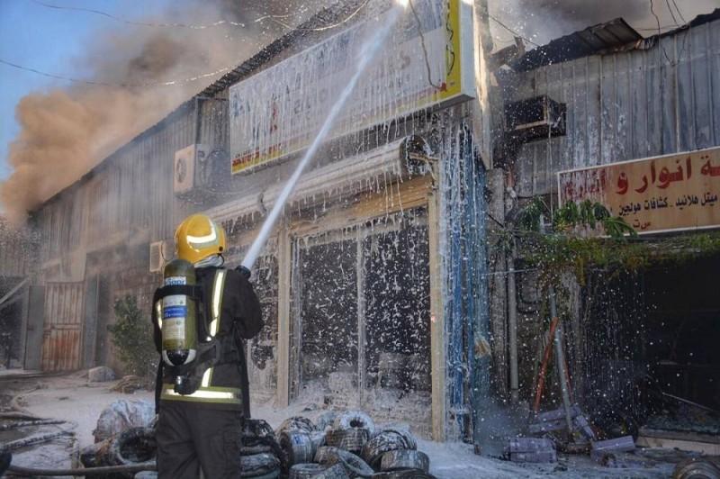 مباشرة إخماد النيران في الحادث