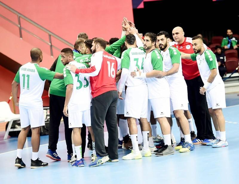 روح معنوية عالية للاعبي المنتخب السعودي لكرة اليد قبل مواجهة اليابان.