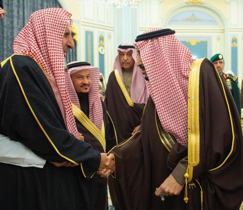 خادم الحرمين يستقبل مفتي عام المملكة.