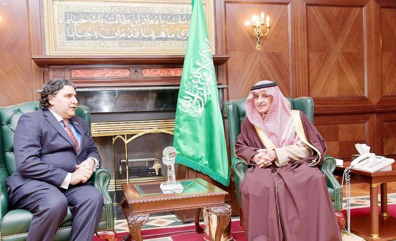 الأمير فهد بن سلطان خلال الاستقبال.