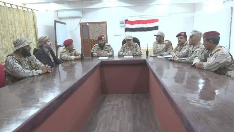 وزير الدفاع اليمني مترئسا الاجتماع العسكري في مأرب