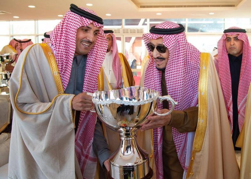 .. ومسلما الجوائز للفائزين.