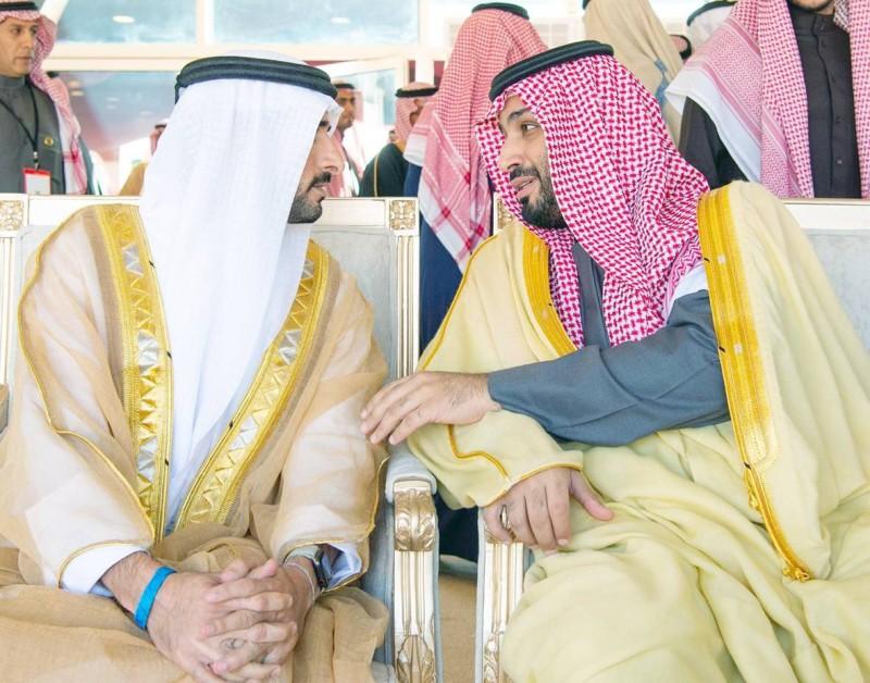 الأمير محمد بن سلمان في حديث مع ولي عهد دبي.