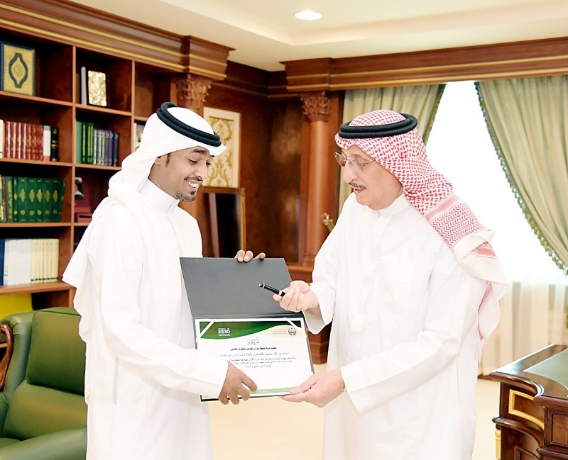 الأمير محمد بن ناصر مكرما الزميل ختارش.
