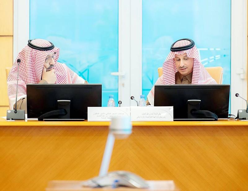 اجتماع أمير الباحة مع رئيس هيئة السياحة والتراث الوطني