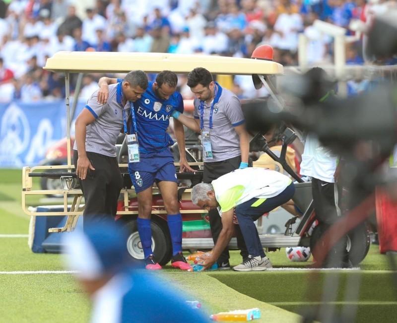عبدالله عطيف لحظة خروجه مصاباً