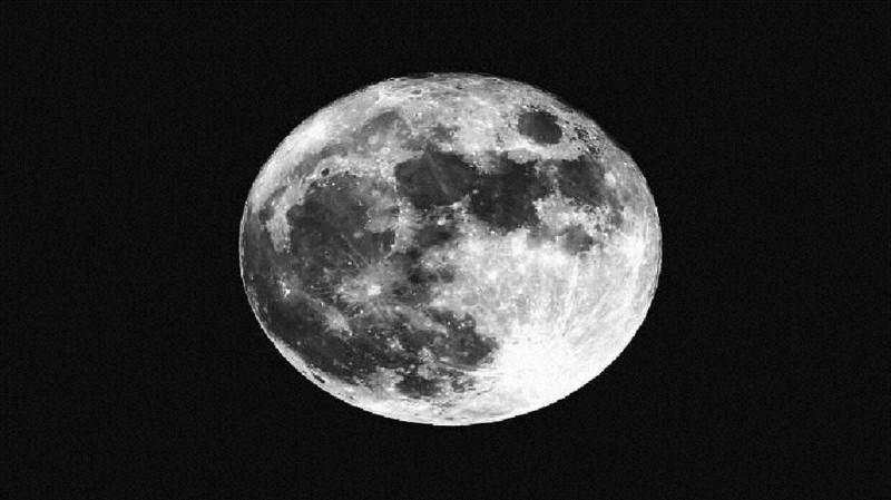 استخدام الأكسجين المخزن في غبار القمر لإنتاج الماء.