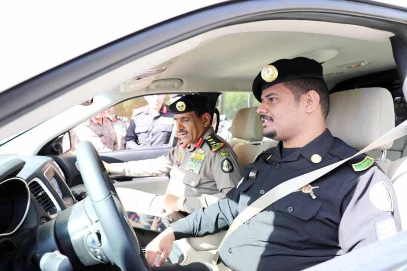 مدير الأمن العام خلال تدشينه المركبات الأمنية الجديدة.
