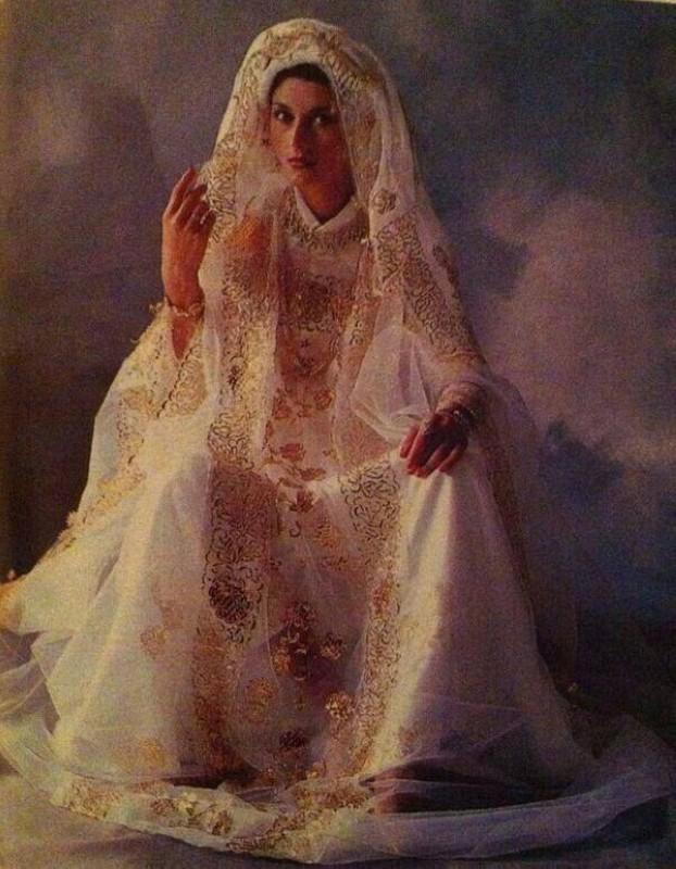 «الزبون» فستان العروس الحجازية