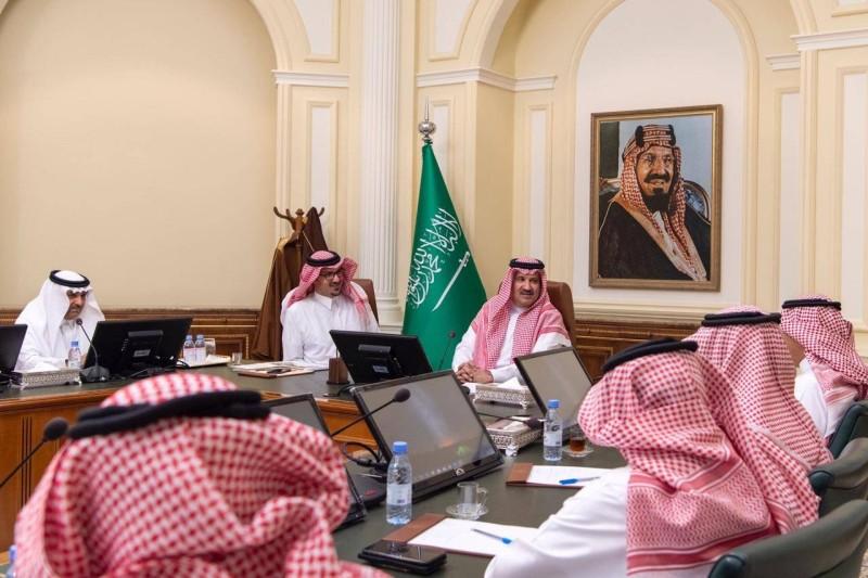 أمير المدينة مستعرضا الاستثمارات والأنشطة التعدينية في المنطقة