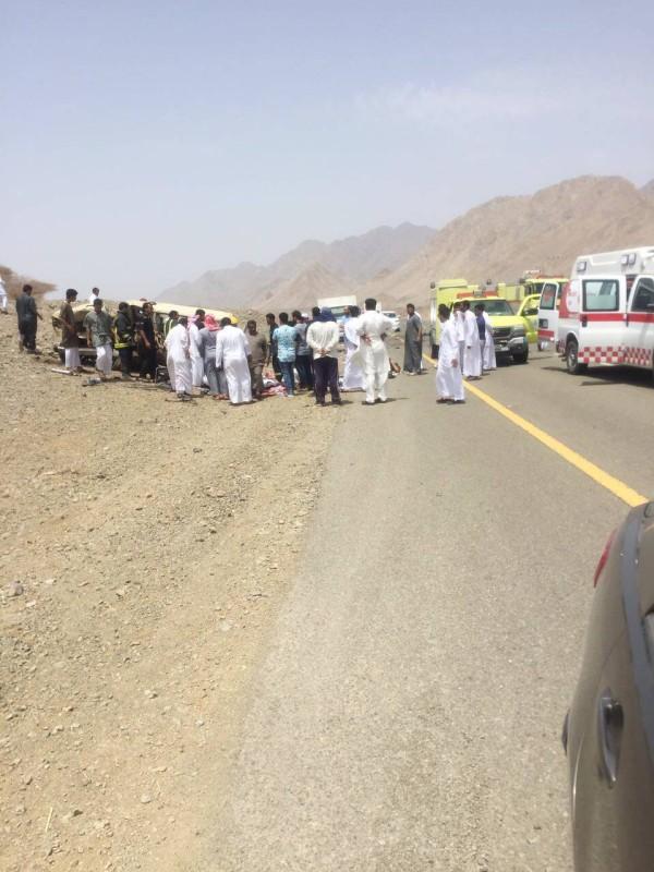 حادث مروري انتهى بوفاة 9 في طريق الحجر - رابغ.