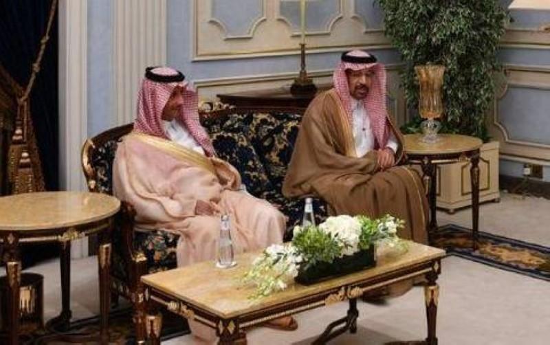 الفالح والخطيب في لقاء سابق مع رئيس الوزراء الباكستاني.