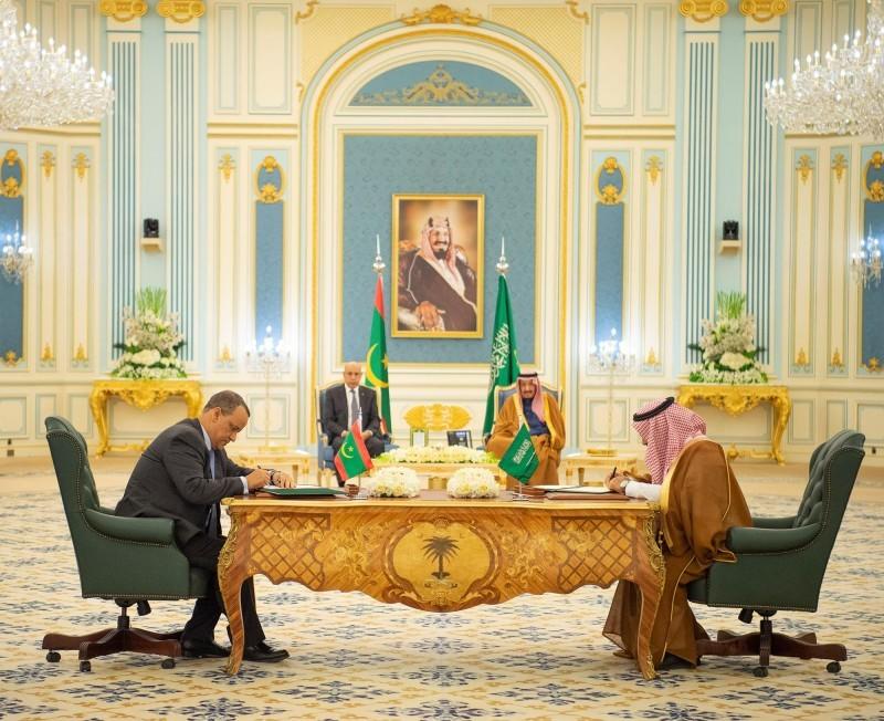 خادم الحرمين يستقبل رئيس الجمهورية الإسلامية الموريتانية