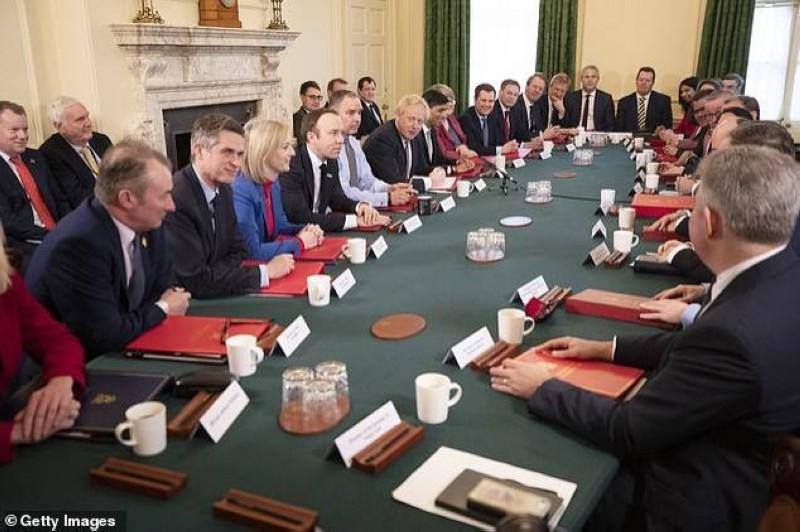 مجلس الوزراء البريطاني... قبل عهد «كوفيد-19».