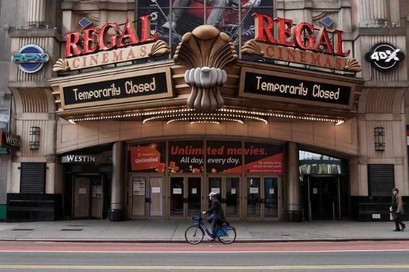 دار سينما أغلقت أبوابها في نيويورك.