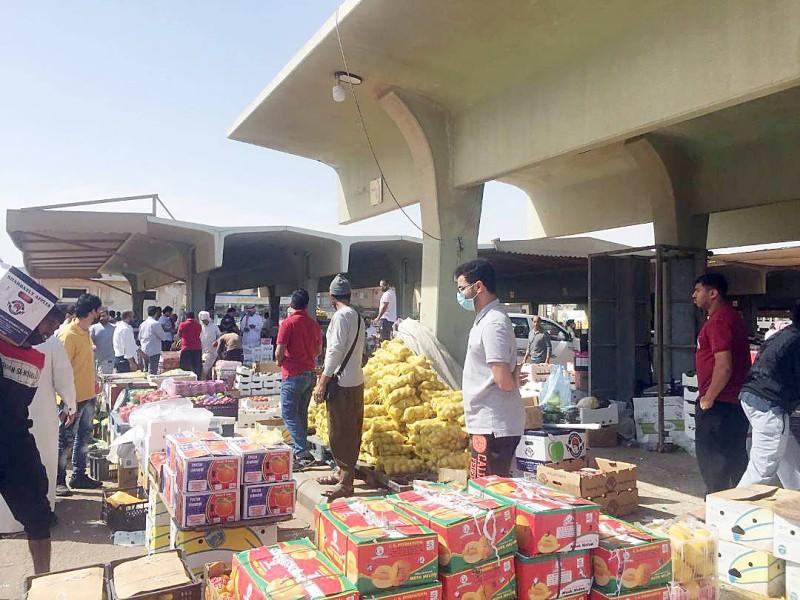 سوق الخضراوات والفاكهة بالقطيف.