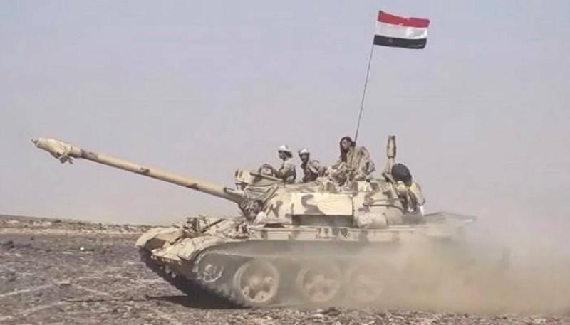 قوات من الشرعية تشارك في المعارك ضد مليشيا الحوثي في حجة أمس .(إعلام الجيش اليمني)