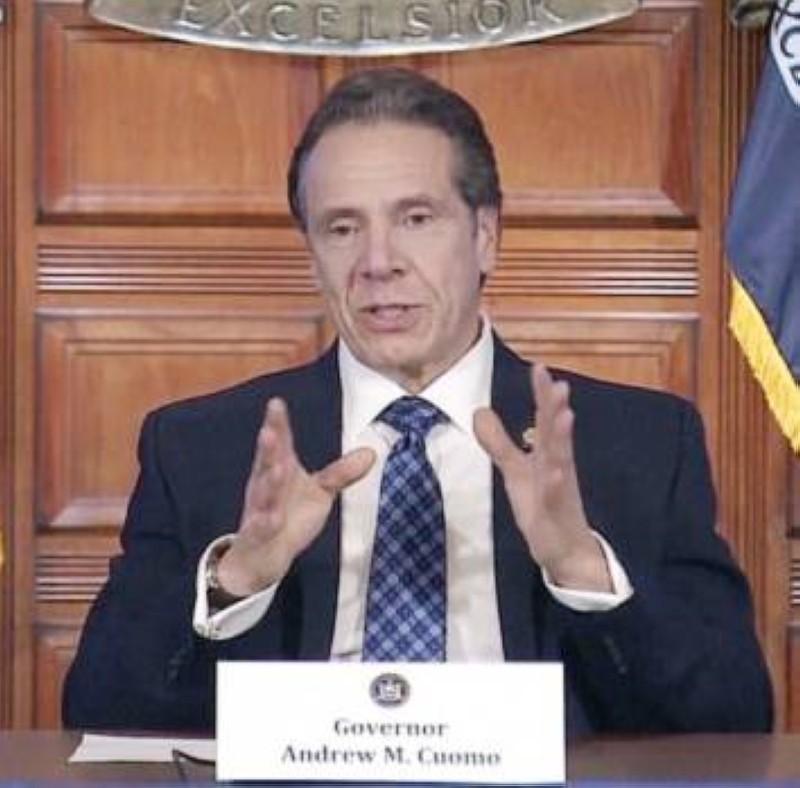 حاكم نيويورك: الإعلاميون مهمون لذلك معرضون للإصابة.