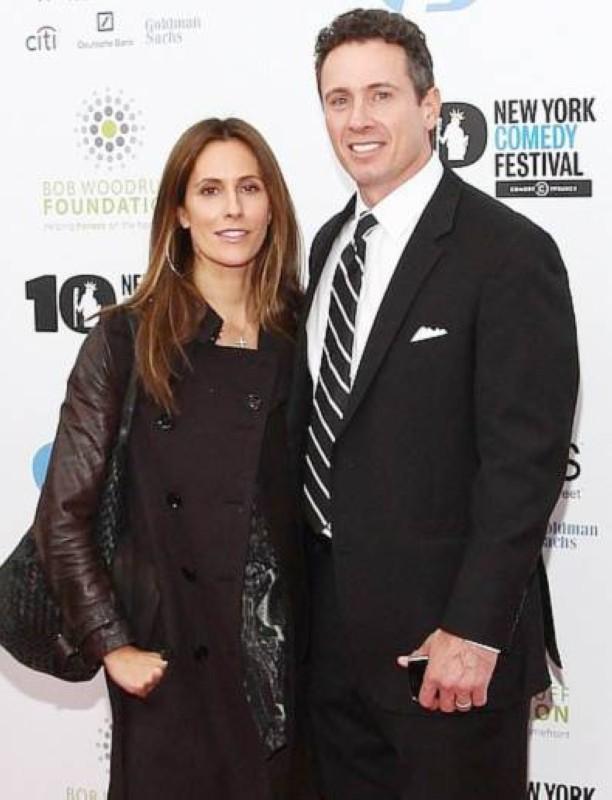 المذيع كريس كومو وزوجته كريستينا.