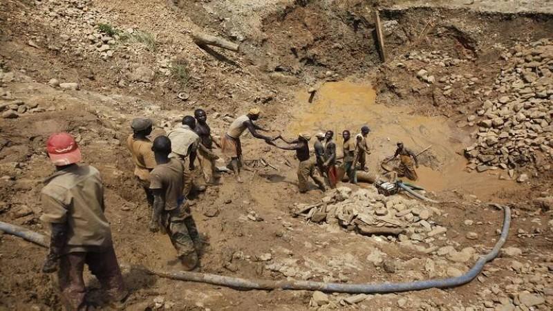 عمال في منجم بالكونغو