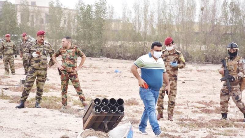 منصة صواريخ عثرت عليها قوات الأمن قرب موقع المنشآت النفطية في البصرة أمس. (وكالات)