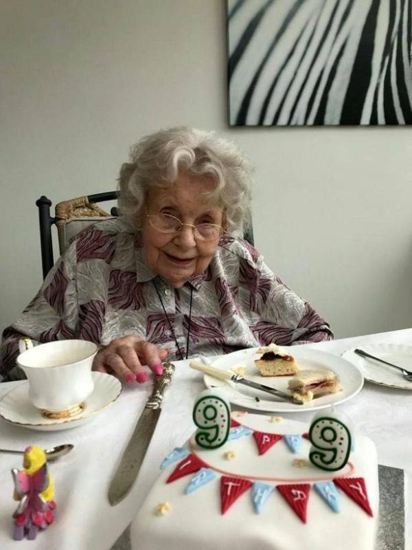 ريتا رينولدز: الأكبر سناً في بريطانيا.