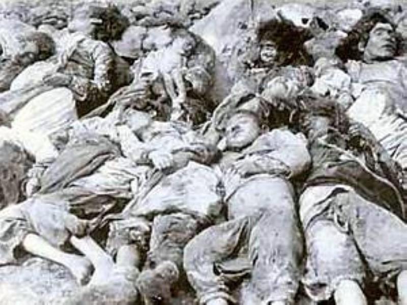 صور لضحايا من الأطفال والأمهات الذين تم قتلهم خلال عمليات الإبادة الجماعية للأرمن من قبل القوات العثمانية في 1915.