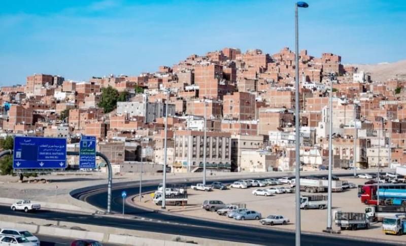 المباني الشعبية على طريق الزوار والمعتمرين. (تصوير: سامي بوقس)