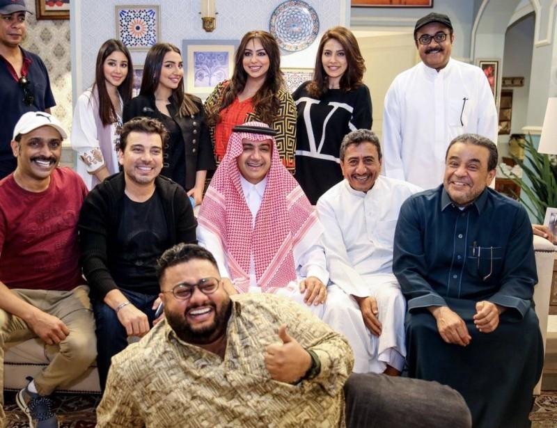 نجوم فريق عمل «مخرج7» مع الشيخ وليد البراهيم.
