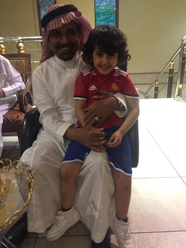 أحمد العجاجي، صديق تركي الحمد مع ابنه راكان.