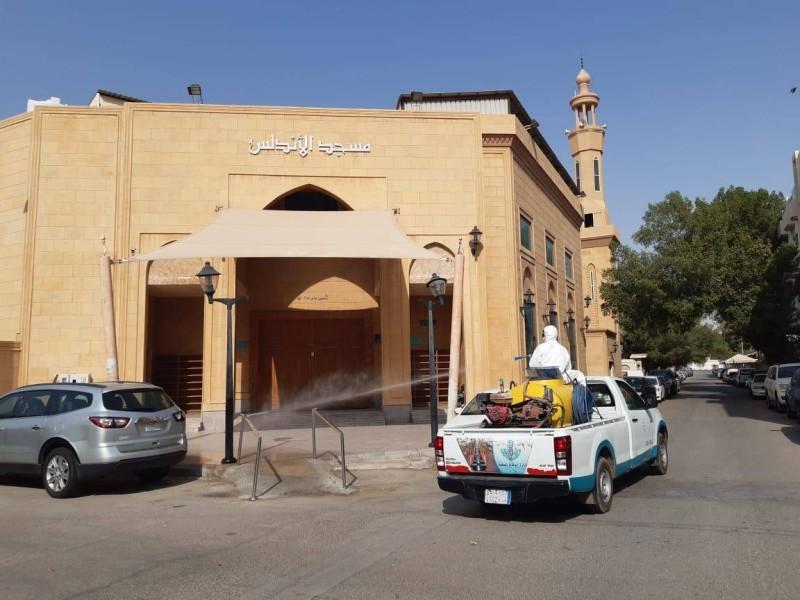 جانب من أعمال تعقيم المساجد بالشرقية.