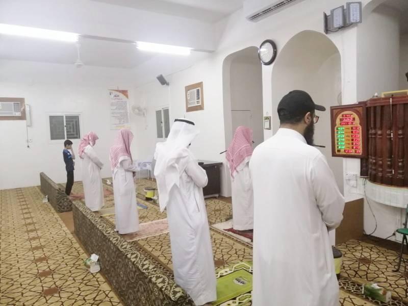توجيهات لجميع المساجد بالتباعد بين المصلين.